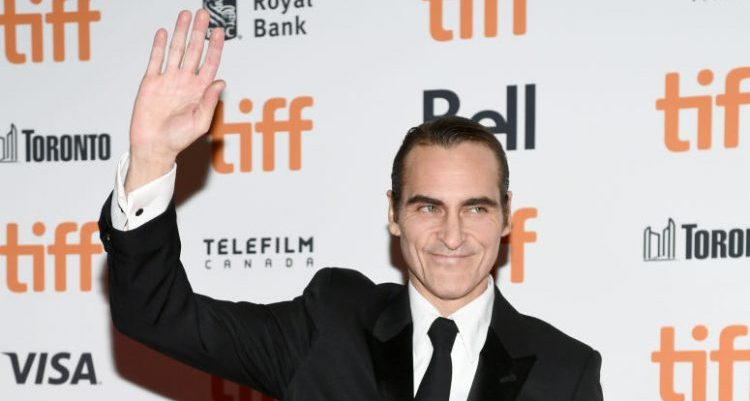 Here's Our First, Sans-Makeup Look At Joaquin Phoenix As The Joker