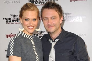 Chris Hardwick and Janet Varney